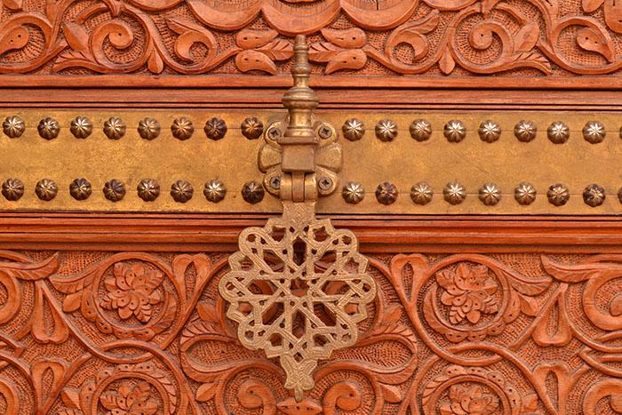 Puertas que esconden palacios