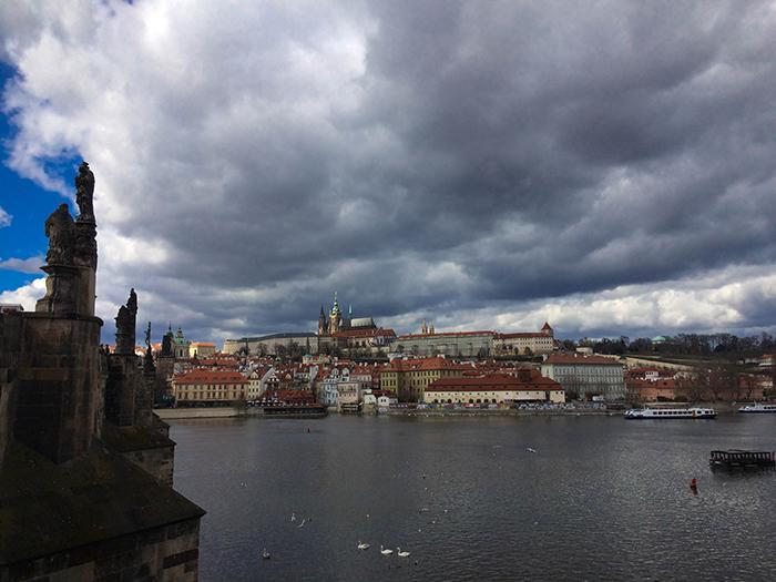 Puente de Carlos en Praga, República Checa, durante el Interrail.